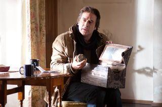 Possession jeffrey dean morgan antique box